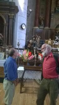 Conversando en la iglesia de
